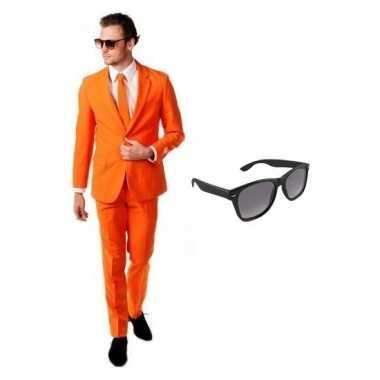 Oranje heren carnavalskleding maat 50 (l) met gratis zonnebril