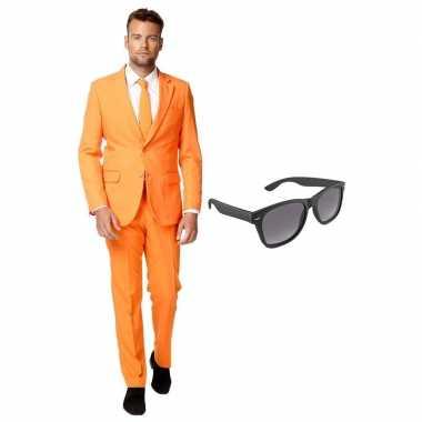 Oranje heren carnavalskleding maat 54 (xxl) met gratis zonnebril